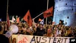 """Người ủng hộ bỏ phiếu """"không"""" ăn mừng ở thành phố cảng Thessaloniki, miền bắc Hy Lạp, ngày 5 tháng 7, 2015."""