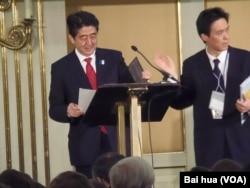 日本首相安倍2013年春季訪俄,在莫斯科對兩國工商界發表演講。 (美國之音白樺拍攝)
