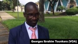 Arnoll Zoh souhaite que le secteur privé contribue fortement dans la lutte contre le chômage qui affecte les handicapés, à Abidjan, le 9 novembre 2017. (VOA/Georges Ibrahim Tounkara)