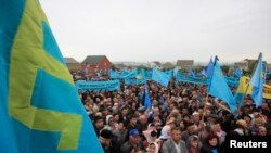 На митинге памяти жертв депортации крымских татар в Симферополе. Архивное фото. 18 мая 2014 г.