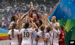 Đội tuyển Mỹ ăn mừng chiến thắng.