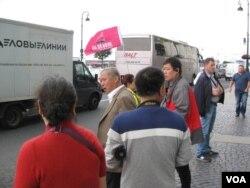 越来越多中国人去俄罗斯旅游。夏季圣彼得堡的中国游客。(美国之音白桦拍摄)