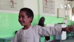 La joie d'Ahmad qui, à 5 ans, peut à nouveau danser grâce à sa nouvelle prothèse