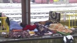 Migranti spavaju na hladnim tuzlanskim ulicama