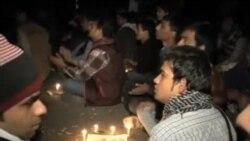 印度民众示威守夜促警方严惩轮奸嫌犯