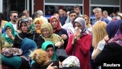 Les proches des victimes des attentats suicides à l'aéroport Ataturk d'Istanbul du 28 juin, le 29 Juin 2016.
