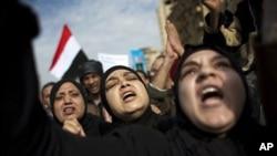 反政府抗议者高呼口号,向首都市中心广场挺进