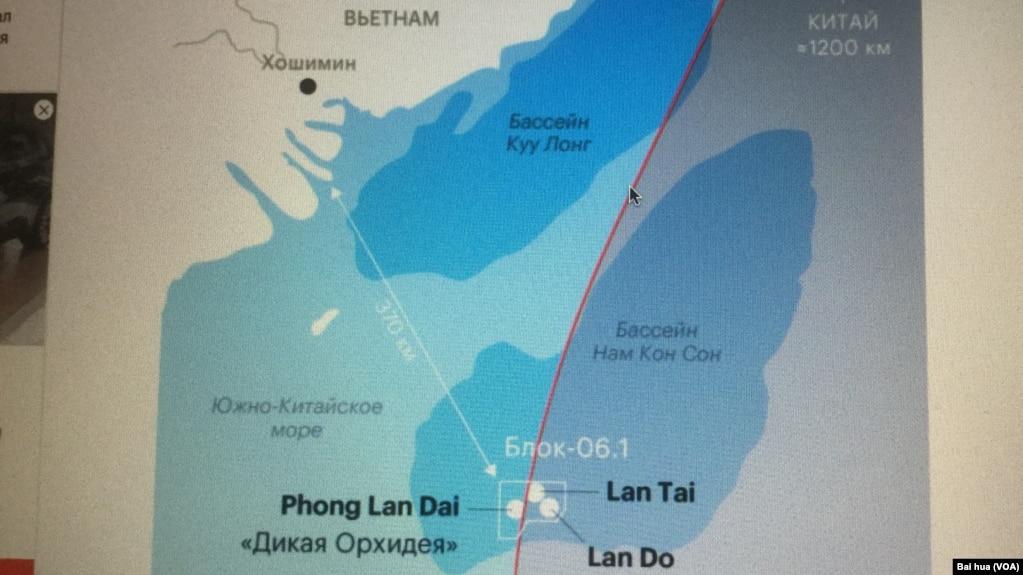 俄羅斯媒體上發表的羅斯石油公司在南中國海所控制的06.1區塊和三個天然氣田示意圖。 紅線是中國的九段線,5月15日開始鑽井的紅蘭花(Lan Do)和目前正在開采的另一個天然氣田都位於九段線內。 (美國之音白樺拍攝)