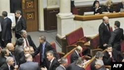БЮТ заблокував парламент, вимагаючи звільнити Тимошенко