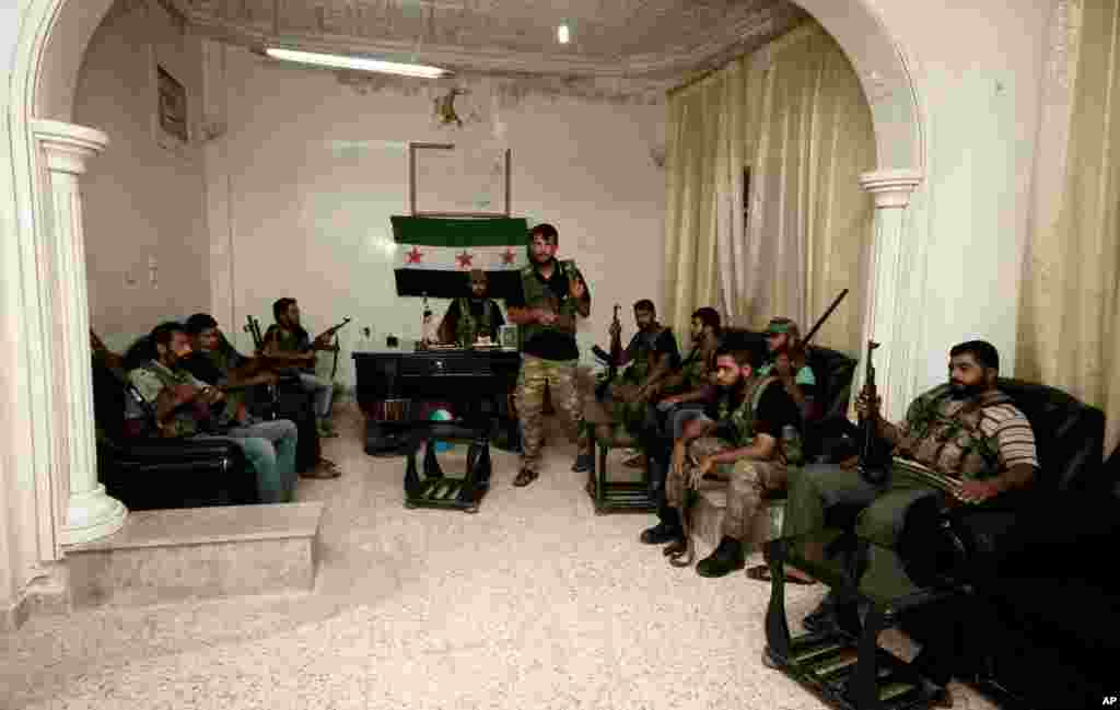 Free Syrian Army soldiers at the border town of Azaz, 32 kilometers north of Aleppo, Syria, July 24, 2012.