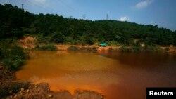 Một hồ nước bị ô nhiễm trong tỉnh Quảng Đông của Trung Quốc.
