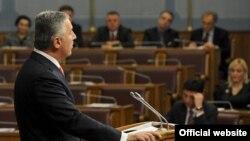 Premijer Milo Đukanović govori u Skupštini Crne Gore (rtcg.me)
