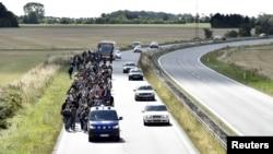 عکس آرشیف: گروهی از پناهجویان سوری در یکی از شهرهای شمالی دنمارک
