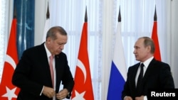 Turski predsednik Redžep Tajip Erdogan i ruski predsednik Vladimir Putin tokom susreta u Sankt Peterburgu 9. avgusta 2016.