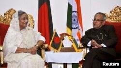 印度總統慕克吉(右)星期日在達卡與孟加拉總理哈西娜會面。