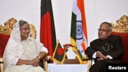 India's President Pranab Mukherjee (R) meets Bangladeshi Prime Minister Sheikh Hasina in Dhaka March 3, 2013. India's first Bengali President Pranab Mukherjee arrived in Dhaka amid a shutdown called by Bangladesh Jamaat-e-Islami to protest against the war