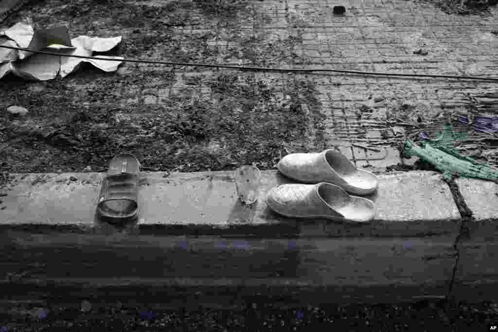 Abandoned shoes and a tea glass, belonging to supporters of ousted Egyptian President Mohamed Morsi, remain on a wall outside the Rabaah al-Adawiya mosque, Cairo, August 16, 2013.