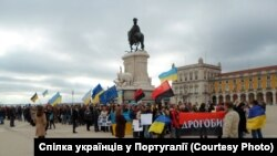 На центральну площу Лісабону вийшли українці. ФОТО
