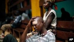 Salah seorang korban luka-luka setelah mendapat perawatan di salah satu rumah sakit di Bangui, Afrika tengah (20/12).