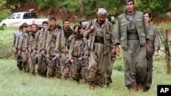 جنگجویان کرد نیز در روزهای اخیر بر مواضع داعش در سوریه حمله کرده و دستآوردهایی داشته اند