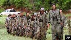 Des combattants kurdes du PKK dans le nord de l'Irak, le 20 septembre 2014. (AP Photo/Ceerwan Aziz, File)