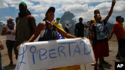 La crisis política en Venezuela ha puesto sobre el tablero la opción militar, que es rechazada por muchos países, incluso por los que se oponen al gobierno en disputa de Nicolás Maduro.