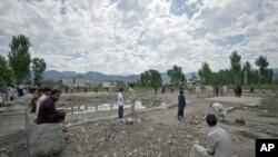 Giới hữu trách Pakistan san bằng khu nhà ở Abbottabad, nơi thủ lãnh khủng bố bin Laden trú ngụ trước khi bị hạ sát