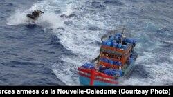 Tàu cá của ngư dân Việt Nam bị lực lượng vũ trang của New Caledonia truy đuổi trong một hoạt động chống đánh bắt trái phép trong vùng biển của lãnh thổ hải ngoại thuộc Pháp, ngày 8 tháng 2, 2017.