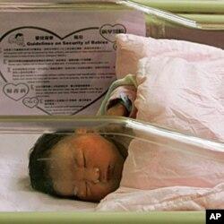 前往香港生产的大陆孕妇人数从2010年的500人猛增到去年的1650人
