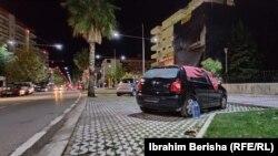 Arhiv - Ljudi u Albaniji spavaju u autima nakon zemljotresa