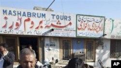 총격 사건이 발생한 파키스탄 버스에 탔던 승객들.