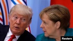 美國總統川普(左)與德國總理默克爾資料照。