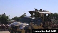 Tentara Nigeria melakukan patroli di kota Maiduguri, Nigeria utara yang merupakan kubu militan Boko Haram (foto: dok).