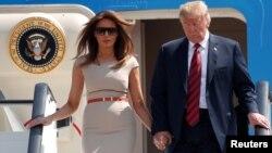 Президент США Дональд Трамп и первая леди Мелания Трамп в аэропорту Станстед. 12 июля 2018 г.
