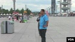 Warga Tiongkok lebih memilih berkunjung ke situs-situs Olimpiade 2008 daripada tujuan wisata lain di Beijing. (Photo: VOA)