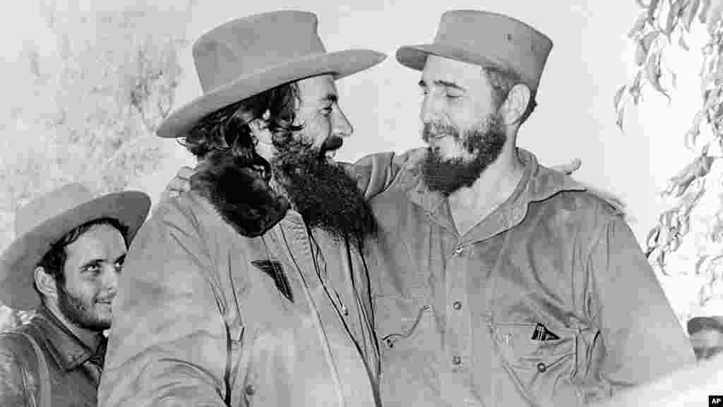 Castro con otro de los líderes de la revolución, el comandante Camilo Cienfuegos, en 1959.
