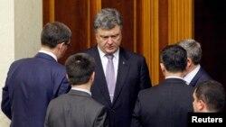 페트로 프로셴코 우크라이나 대통령이 19일 키예프 의회에 참석했다. 의회는 이 날 새 외무장관을 인준했다.