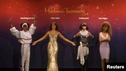 Whitney Houston en cuatro épocas de su trayectoria representadas en cera en Londres.
