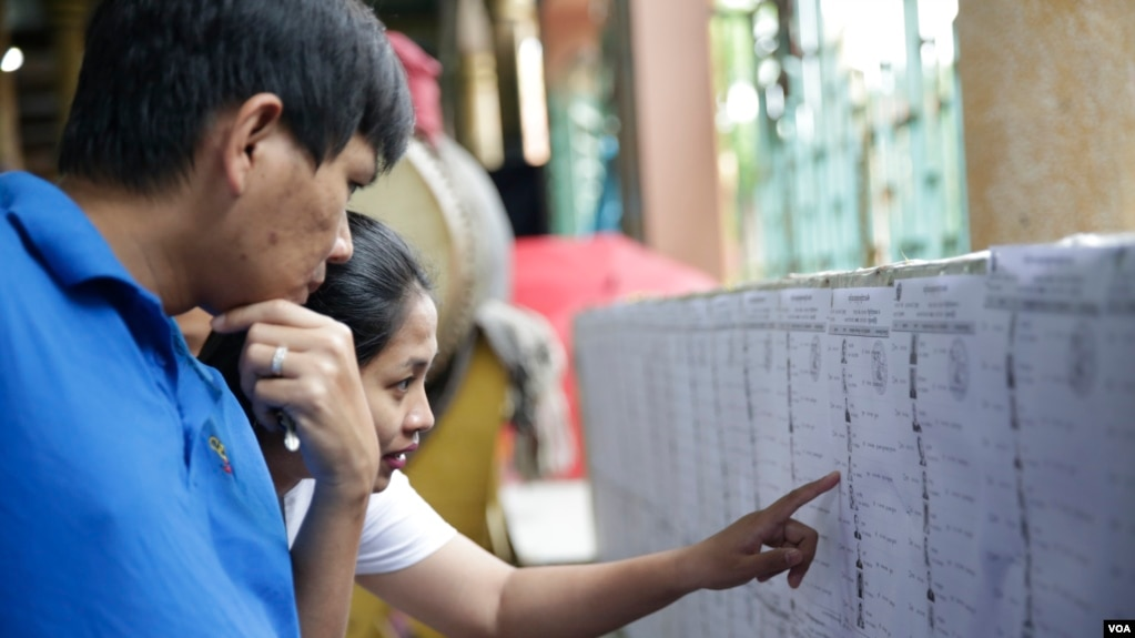 FILE: The Cambodian citizens are checking their names on the voter list at a setup polling station in Phnom Penh, Cambodia, June 2017. (VOA Khmer)