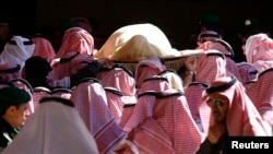 The body of Saudi King Abdullah bin Abdul-Aziz is carried during his funeral at Imam Turki Bin Abdullah Grand Mosque in Riyadh, Jan. 23, 2015.