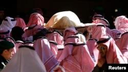 2015年1月23日,沙特老国王阿卜杜拉的遗体被送往利雅得Turki bin Abdullah大清真寺。