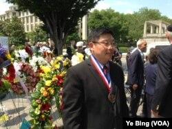 杨建利2013年6月12日获杜鲁门-里根自由奖 (美国之音叶兵拍摄)