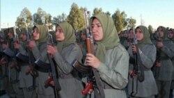 رزمندگان زن در اردوگاه اشرف در سال ۱۹۹۷
