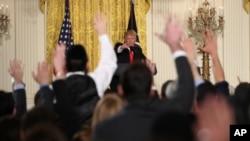 川普总统2017年2月16日在白宫举行记者会