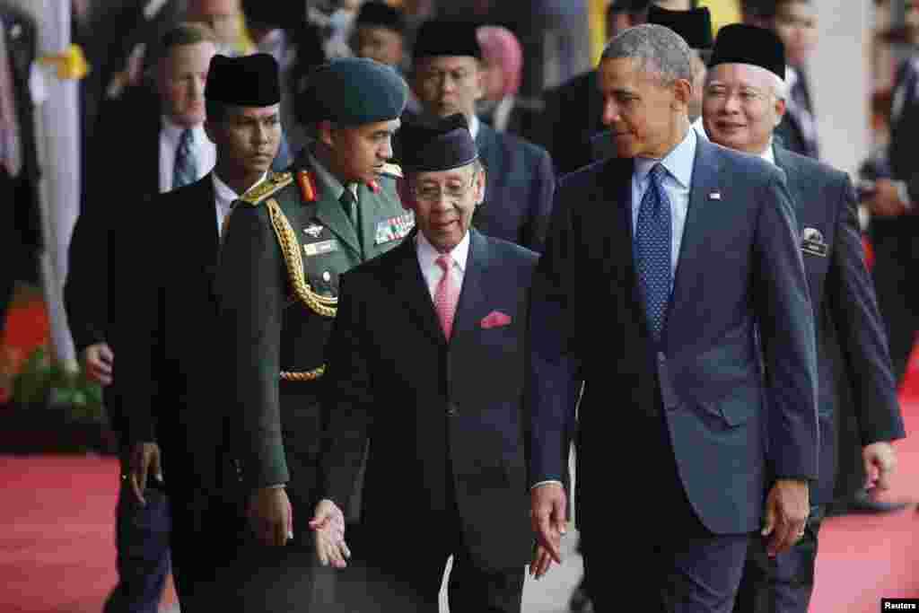Президент США Барак Обама и король Малайзии Абдул Халим Муадзам Шах. Куала-Лумпур. 26 апреля 2014г.