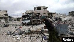 Şərqi Quta bölgəsində mühasirədə olan Douma şəhərinin görünüşü