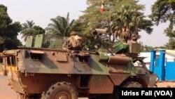 法國軍隊 中非共和國保護陣地部署坦克
