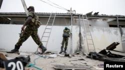 Pasukan keamanan Sri Lanka tampak di lokasi pasca bentrokan dengan militan di Kalmunai, Sabtu 27 April 2019.