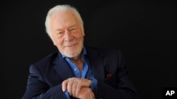 "Christopher Plummer reemplazará a Kevin Spacey en la película ""All the Money in the World""."