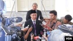 Menteri Agama yang baru, Lukman Hakim Syaifuddin, usai pelantikan di Istana Negara, Jakarta (9/6). (VOA/Andylala Waluyo)